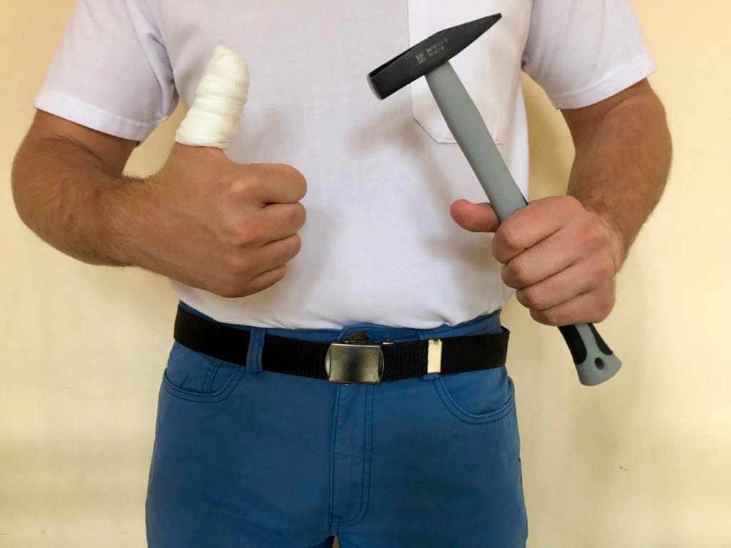 Handwerker mit Verletzung
